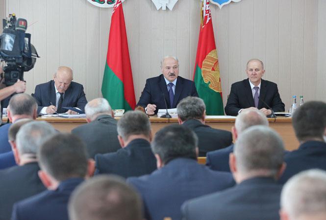 Лукашенко потребовал принятия продуктивных мер для эффективного финансового развития Гродненской области