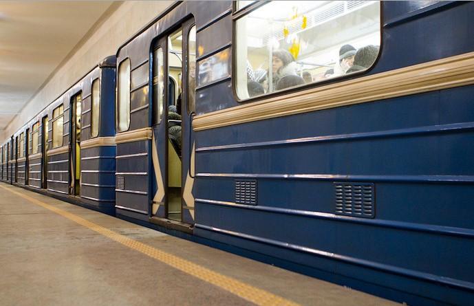 Настанции метро «Московская» мужчина упал между вагонами поезда