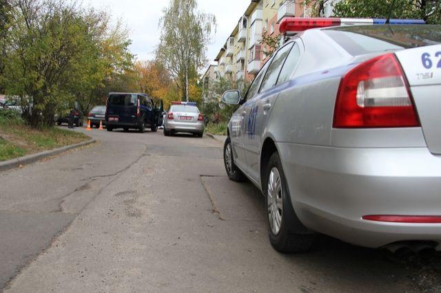 ВМинске под колесами авто водворе многоэтажки умер инвалид