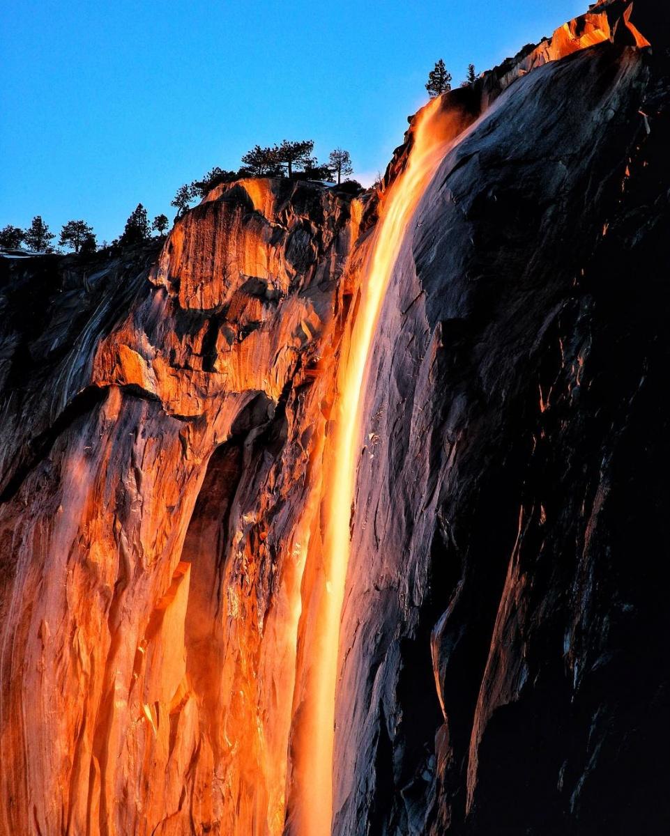 Водопад «Лошадиный хвост» вКалифорнии стал «огненным»