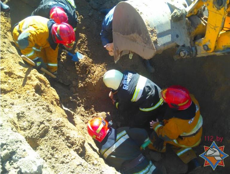 ВГорках при прокладке канализационной траншеи умер рабочий