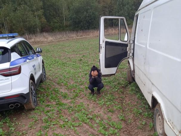 В Слуцком районе угнали микроавтобус. За рулем оказались школьники