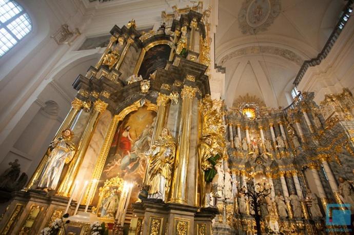 ВФарном костеле после реконструкции открыли алтарь Святой Троицы