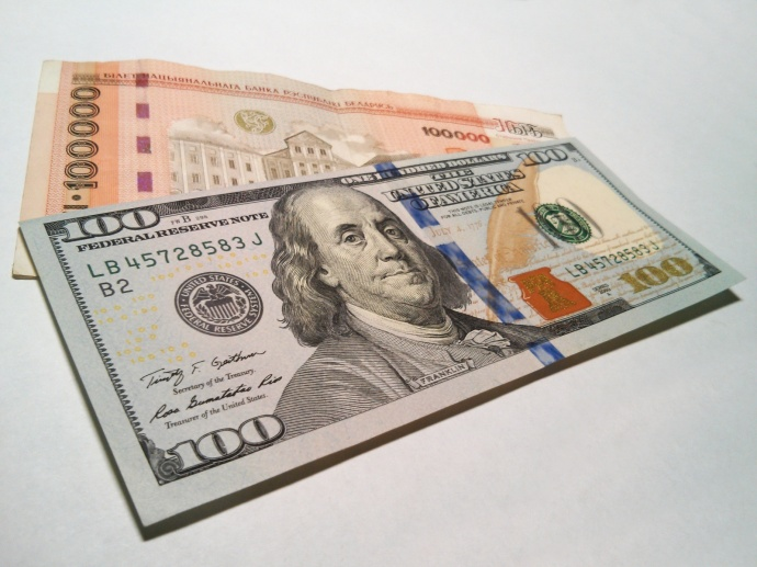 Доллар подорожал более чем на 200 рублей евро — почти на 170