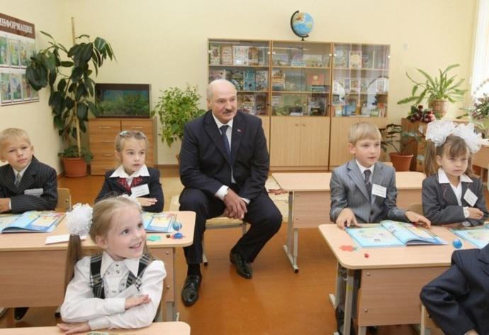 Лукашенко: Давайте нагрузим учителей ибудем платить им нормальную  заработную плату
