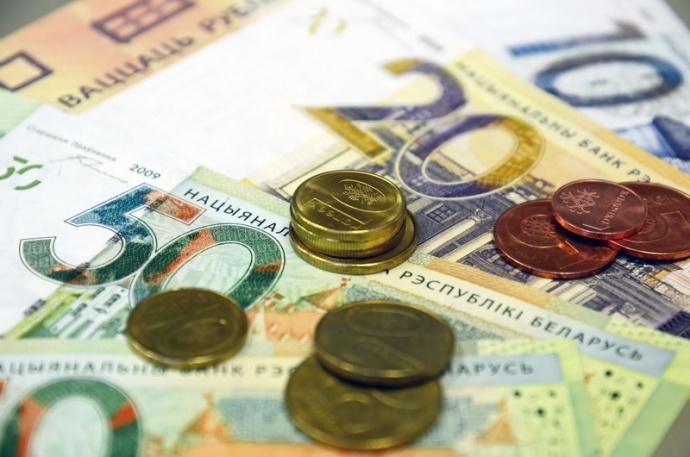 Средняя заработная плата вМинске летом превысила 1 000 руб.