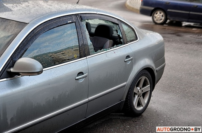 Мужчина громил автомобили, бормоча что-то про машину времени— свидетели