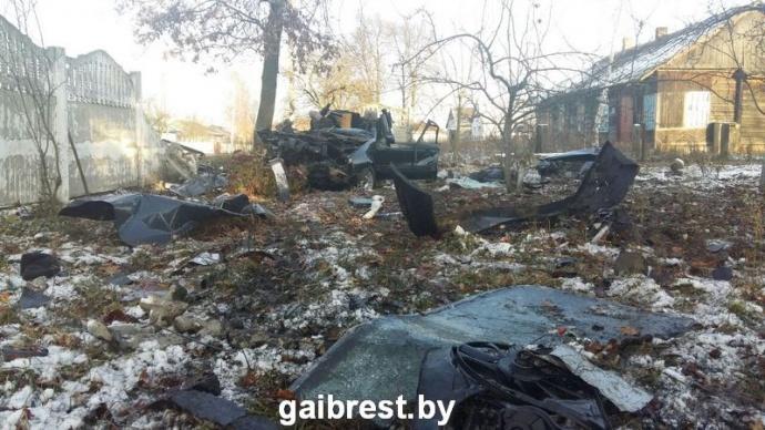 Обгон под Каменцом: Passat врезался вдерево, погибли два человека