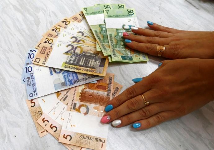 Минимальную заработную плату в Беларуссии поднимут до135 долларов