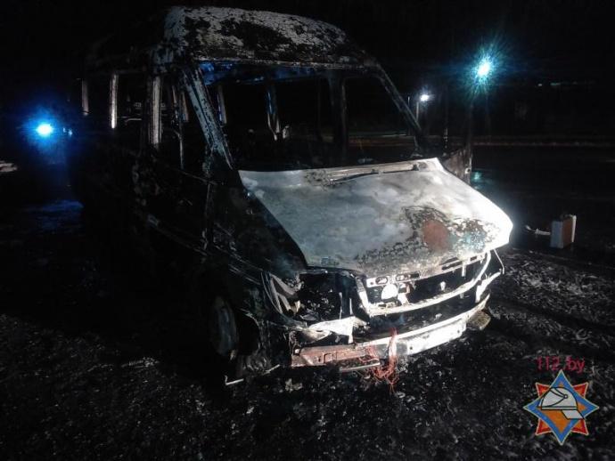 Маршрутный Mercedes навсе 100% выгорел вБресте— МЧС
