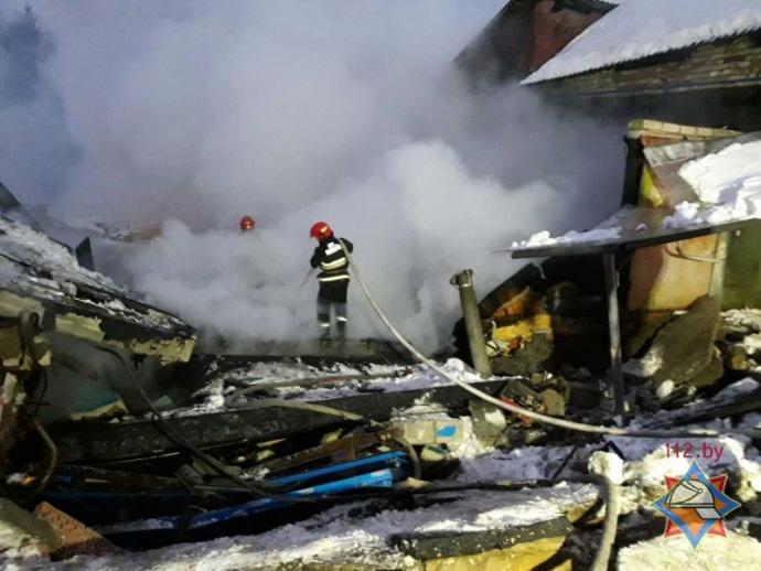 ВМачулищах взорвались гаражи: 1 человек пострадал