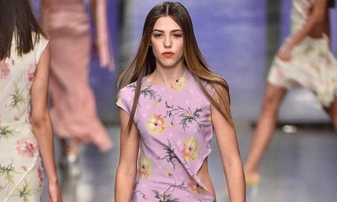 18-летняя дочь Сильвестра Сталлоне впервые вышла на подиум в Лондоне