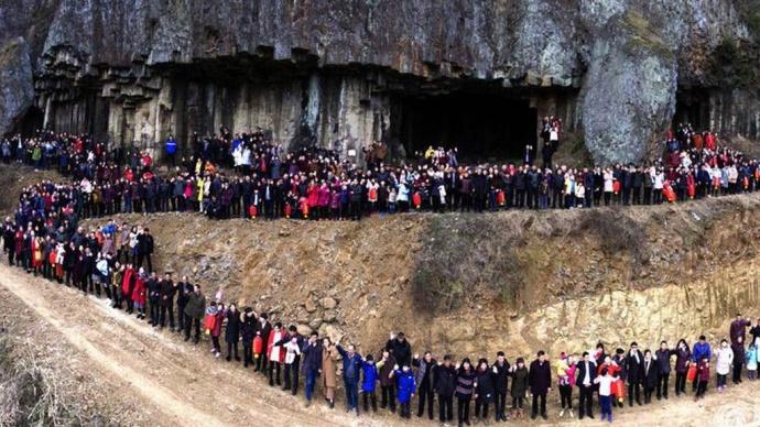 В КНР семья из500 человек сделала групповое фото