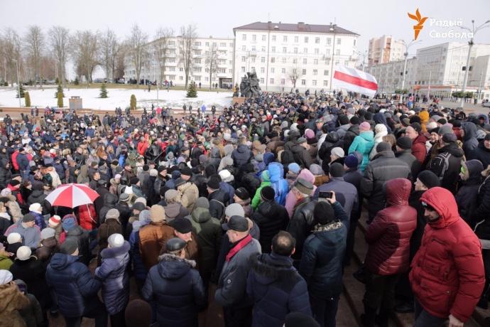 «Лукашенко, уходи!»: белорусы вышли намассовые «марши недармоедов» (ТРАНСЛЯЦИЯ)