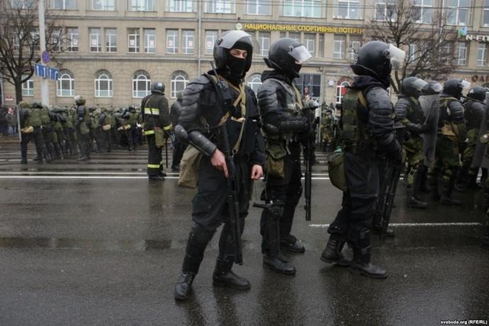 Обвинения поделу «оподготовке массовых беспорядков» выдвинуты уже десятерым задержанным