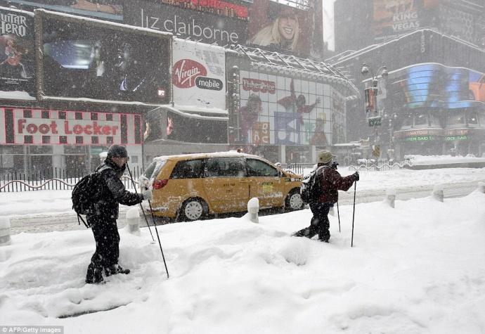 Снежная буря практически навсе 100% парализовала Нью-Йорк