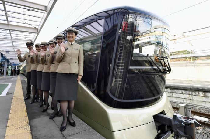 В Японии отправился в первый рейс самый роскошный поезд в мире