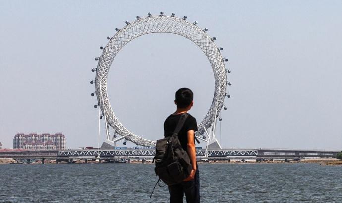 В «Поднебесной» построили самое огромное вмире колесо обозрения без спиц
