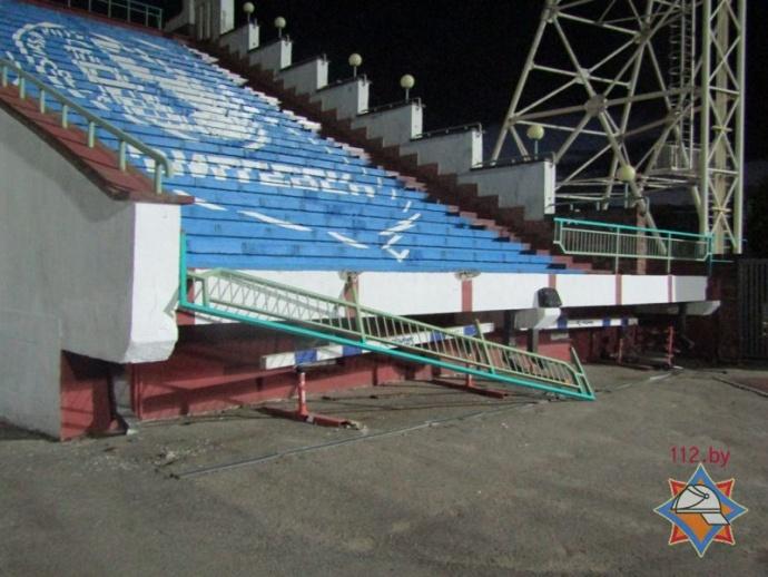 После матча настадионе Витебска обрушилось ограждение сболельщиками
