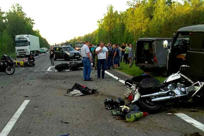 УАЗ врезался вколонну байкеров. Трое мотоциклистов— вреанимации