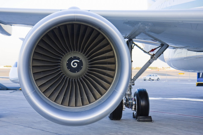 Пенсионерка изКитая бросила несколько монет в мотор самолета наудачу