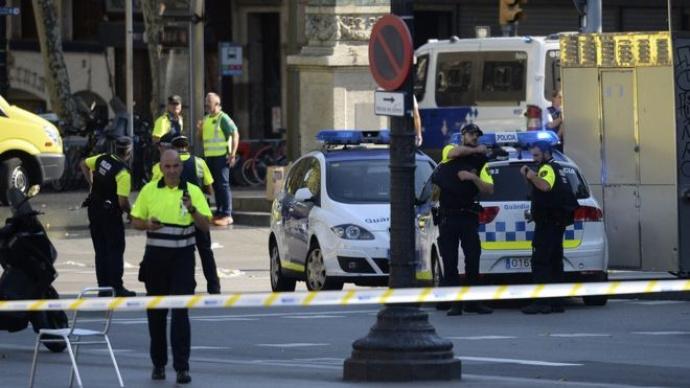 ПосольствоРФ уточняет информацию, пострадалили жители России при теракте вБарселоне
