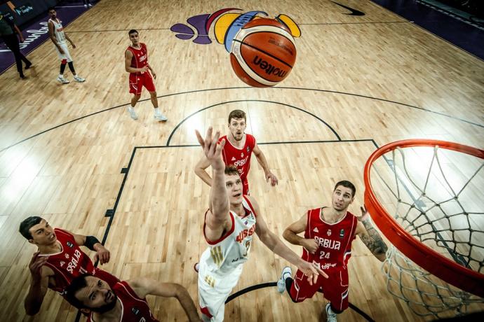 Сборная РФ  уступила сербам вполуфинале Евробаскета ипоборется забронзу