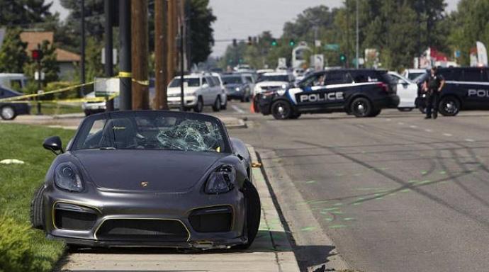 ВСША вовремя автошоу автомобиль въехал втолпу наблюдателей