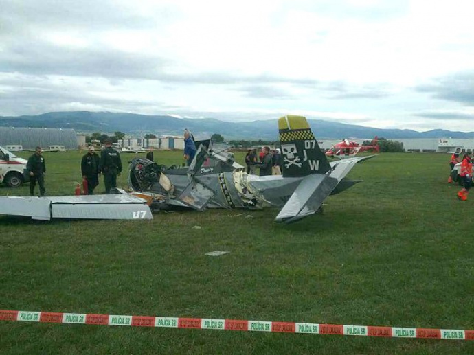 Самолет разбился вовремя авиашоу вСловакии— умер человек