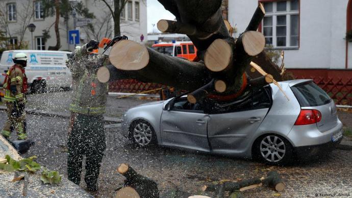 Число погибших урагана «Герварт» вевропейских странах выросло до 6