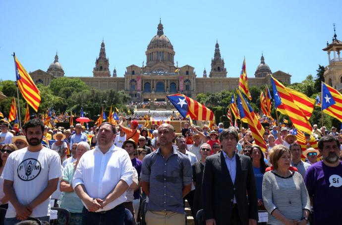 Около млн.  человек протестуют против независимости Каталонии