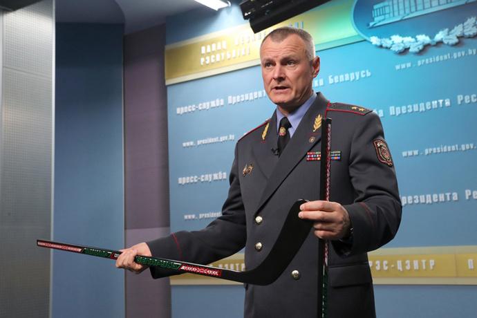 Шуневич продемонстрировал Лукашенко хоккейные клюшки отечественного производства