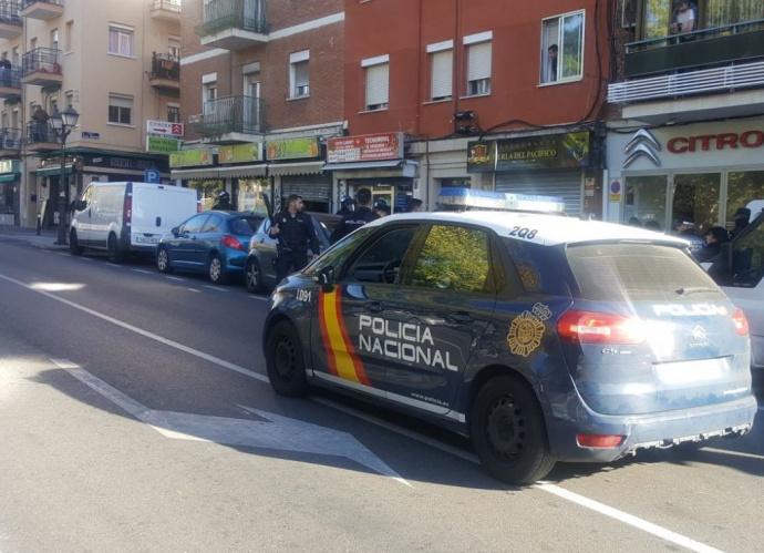 ElPais: вооруженный человек захватил заложников вбанке вМадриде