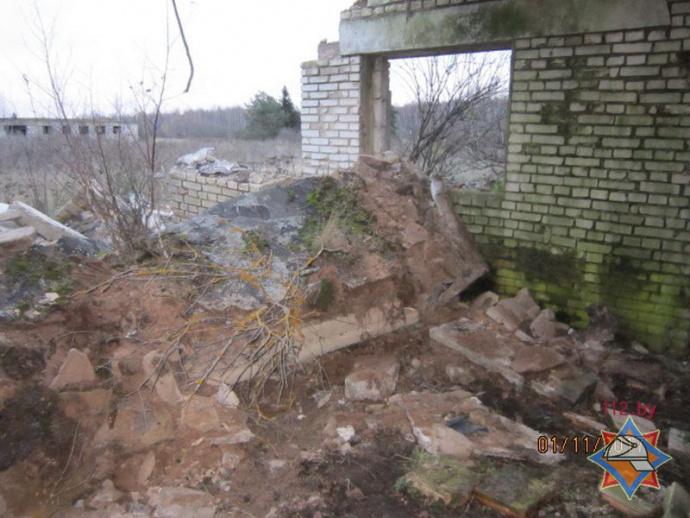 ВКлимовичском районе мужчину придавило железобетонной плитой: рабочие МЧС спасли пострадавшего