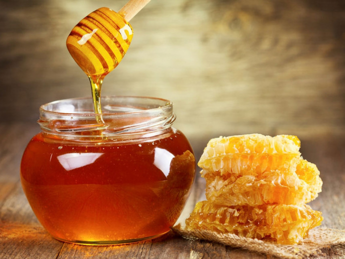 Медики рассказали, кому нельзя есть мед