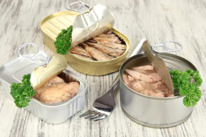 """Картинки по запросу """"В Новогрудке в продаже обнаружили рыбные консервы с личинками гельминтов"""""""""""